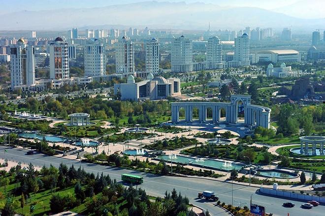 Başkent Aşkabat'tan bir görüntü.