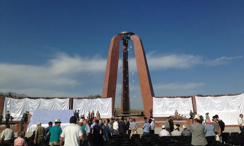 Çarlık Rusya'sının 1916 yılında Kırgız Türklerine yaptığı Ürkün Katliamının anısına dikilen anıt mezarı.